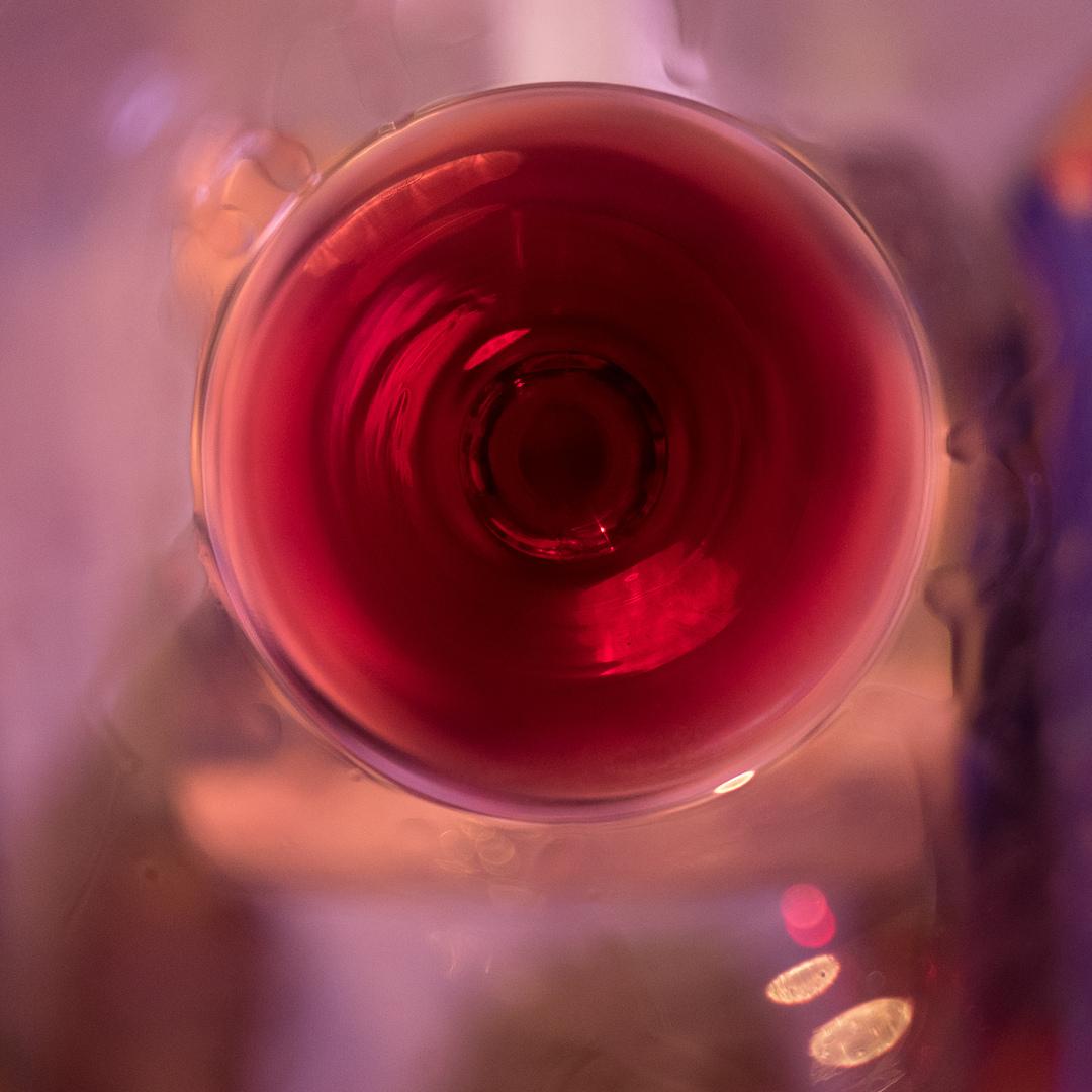 FRA Une verre du rouge