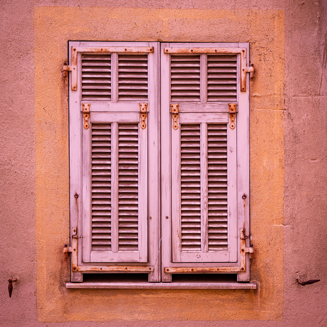 Fensterläden in Marseille FRA