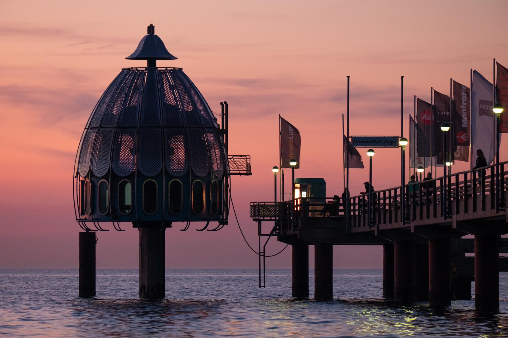 Pier mit Tauchkuppel Zingst GER