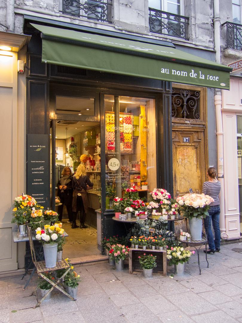 au nom de la rose Paris