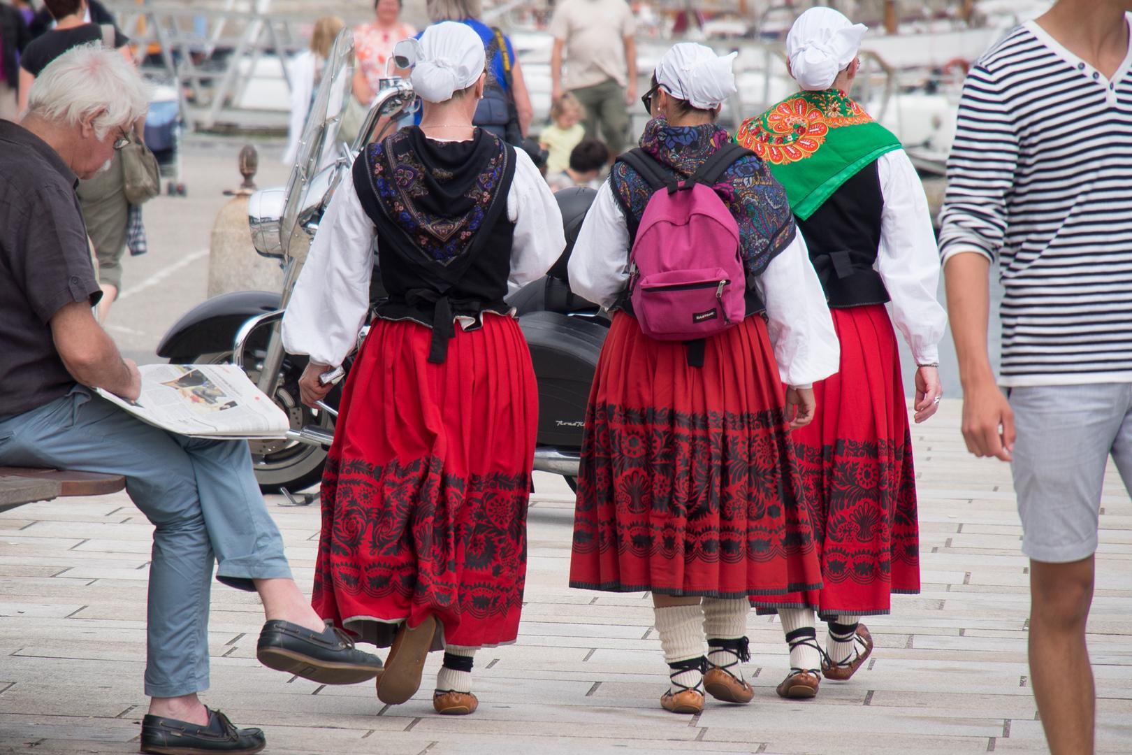 Bretonische Trachten in Concarneau FRA