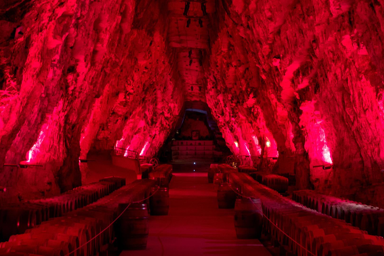 Wein-Gewölbekeller in ehemaliger Miene Portel-des-Corbières FR