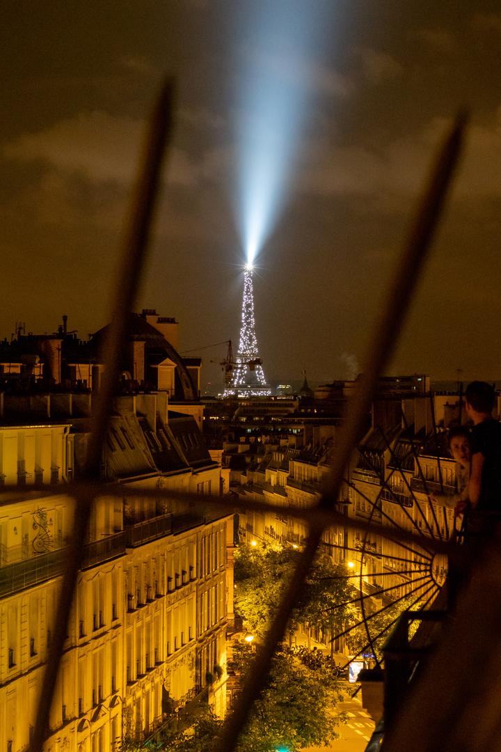 Rue de Maubeuge mit Blick auf Tour Eiffel Paris FRA