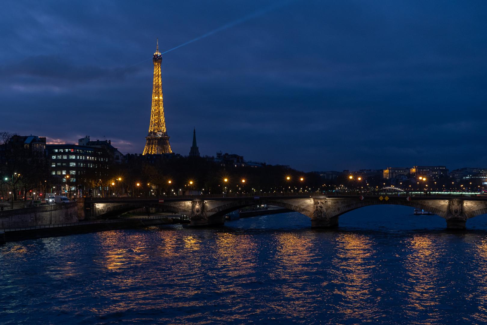 Tour Eiffel et Pont des Invalides Paris FRA
