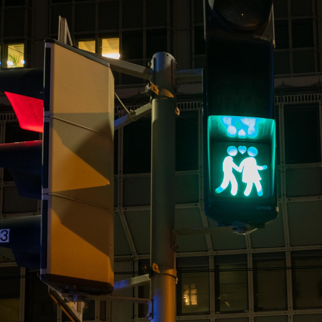 Mit Liebe über die Strasse Wien AUT