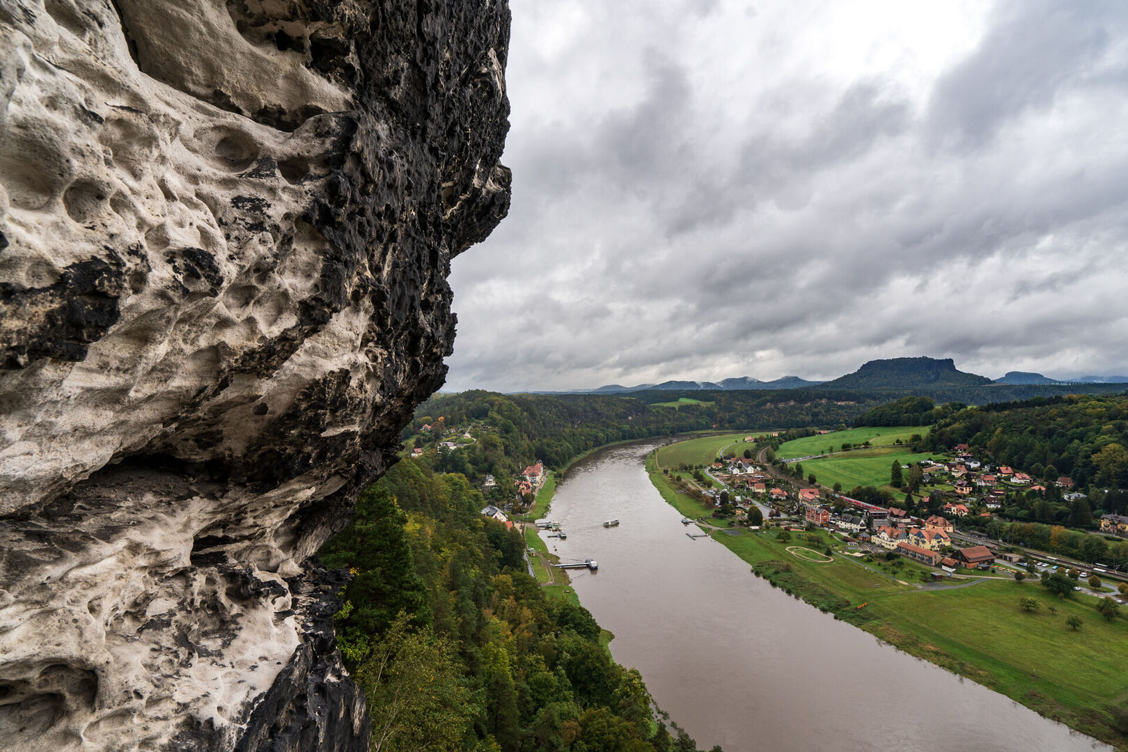 Tiedgeaussicht-auf-Elbe